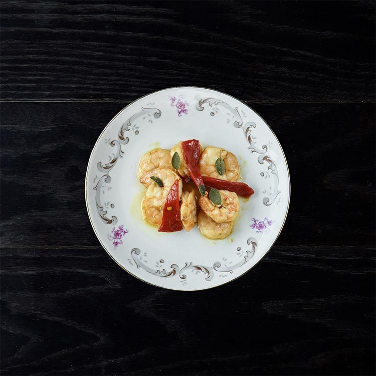 Gamberi mediterraneo in olio cottura, aglio rosso, pimiento del piquillo