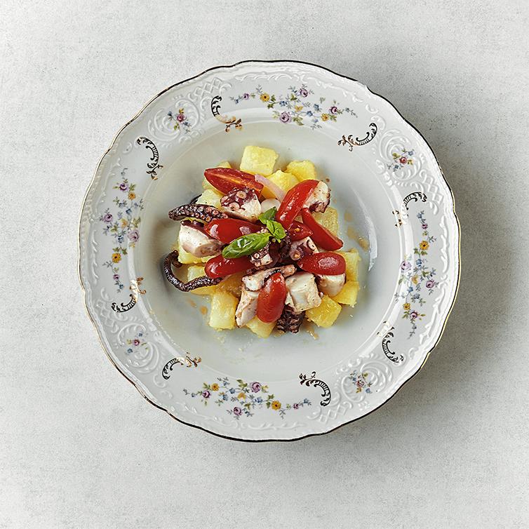 Polpo, catalana di verdure, patate e basilico