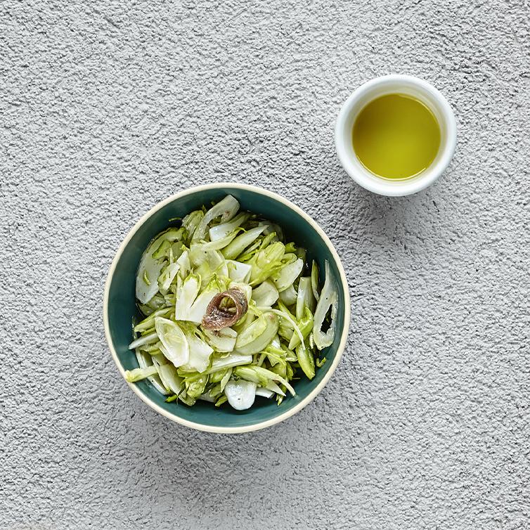 Puntarelle , pasta di anchoas del cantabrico